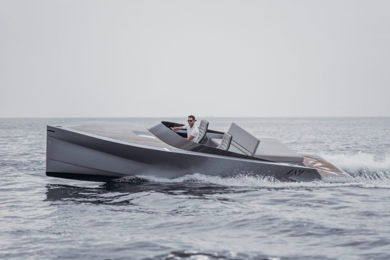 (English) SAY Carbon Yachts revolutionized boating